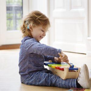 Il bambino non sente bene: presto, non perdiamo tempo prezioso!
