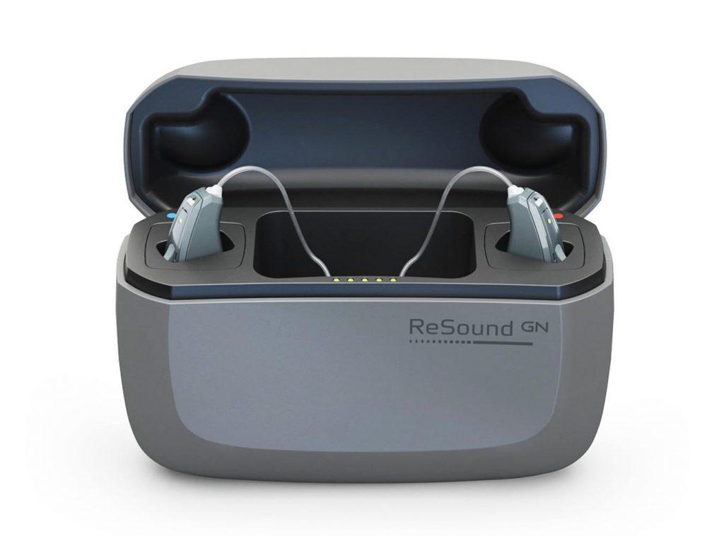 Apparecchio acustico ReSound LiNX Quattro, intuitivo e semplice da usare, nel caricatore